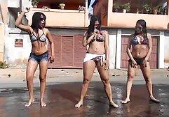 La hermafrodita Jeannie Pepper se folla a una mujer en el peliculas porno español latino online baño